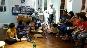 Eni (zweite von links) mit ihren indonesischen Freundinnen nach dem gemeinsamen Essen.